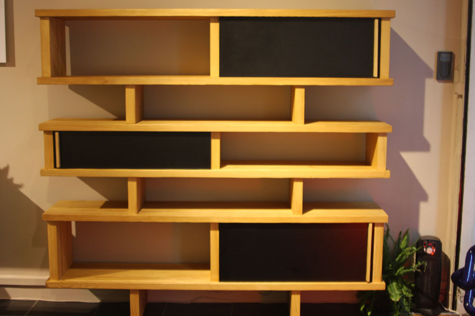 bibliotheque avec porte coulissante reversible noir rouge. Black Bedroom Furniture Sets. Home Design Ideas
