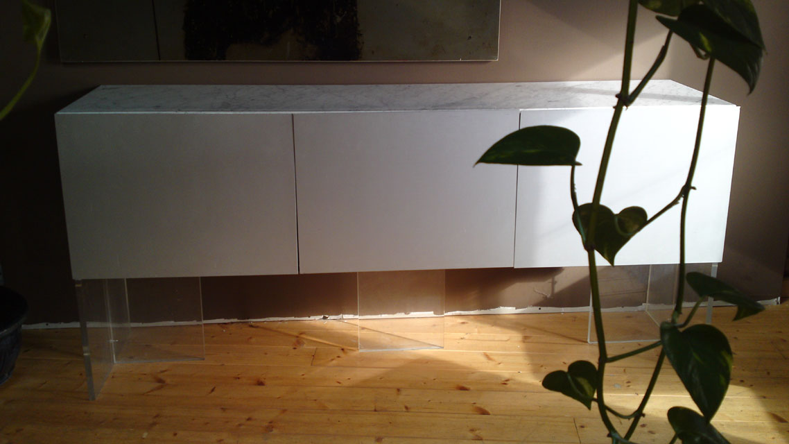 enfilade trois portes marbre et aluminium des annees 70. Black Bedroom Furniture Sets. Home Design Ideas