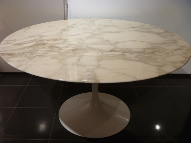Table saarinen 1973 en marbre turcato - Table en marbre rectangulaire ...