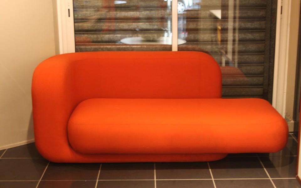 39Galerie présente un canapé Tom Dixon