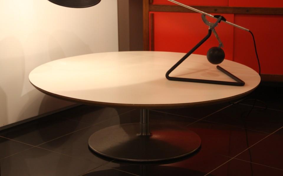 table basse ronde de pierre paulin39galerie s b et 39galerie immobilier lyon 39galerie s b et. Black Bedroom Furniture Sets. Home Design Ideas