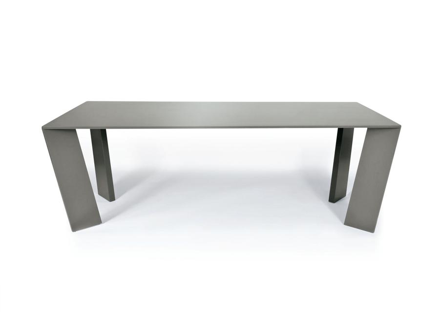 39Galerie met en scène la marque PLATO de mobilier contemporain : table mass