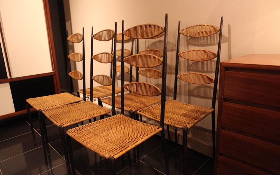 39Galerie présente un lot de chaises hautes metallique et osier Colette Gueden
