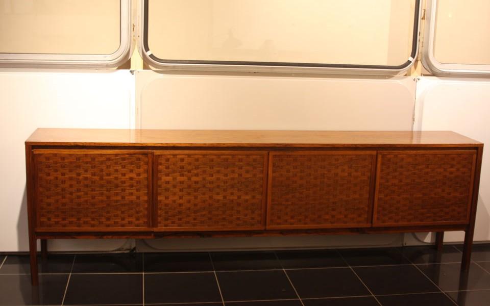 enfilade palissandre quatre portes présentée par 39Galerie