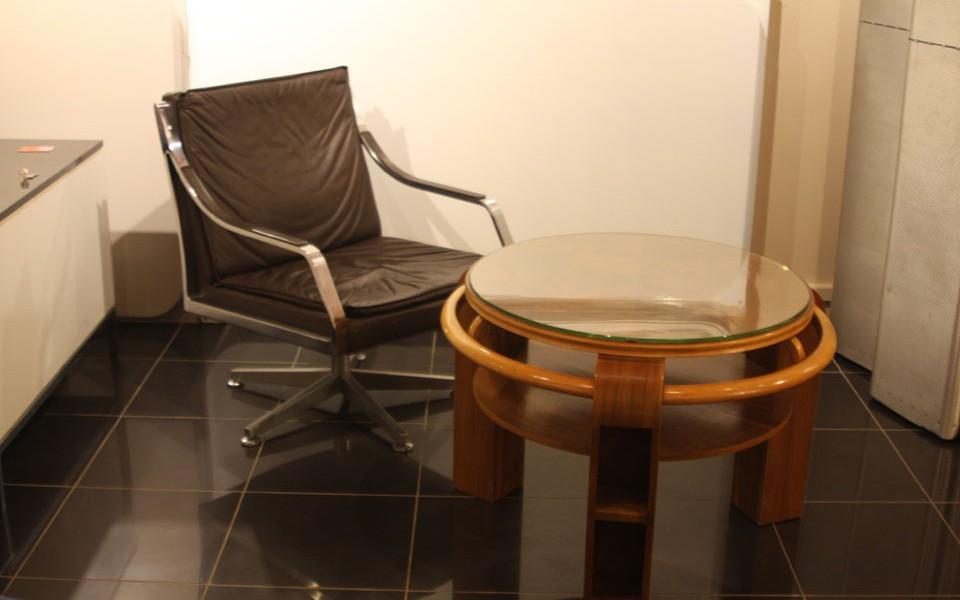 fauteuil walter knoll marron présenté par 39Galerie