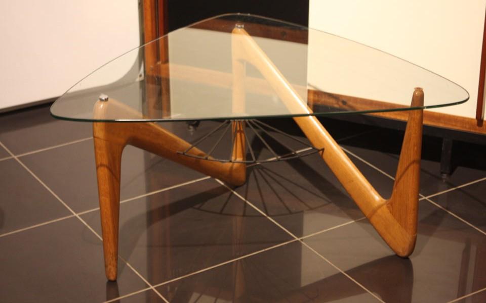 39Galerie présente une table basse louis sognot