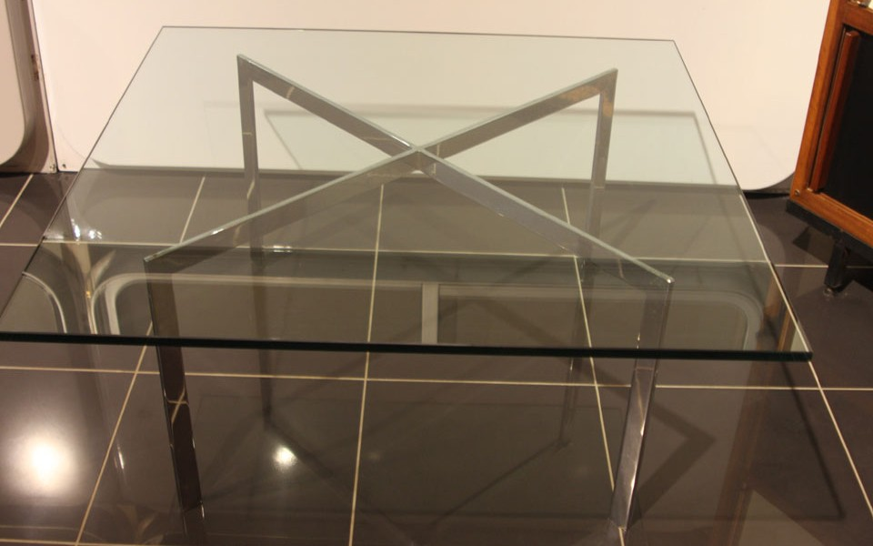 table basse barcelona mies van der rohe
